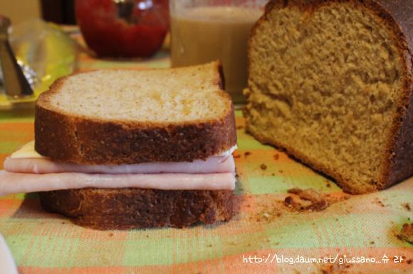 잣과두유를 갈아넣어...구수함~이 아침을 깨우는 통밀식빵