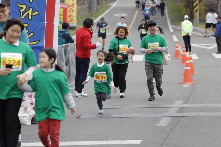 2019 영천댐 벚꽃마라톤대회 골인 (11:35:42 ~ 11:44:10)