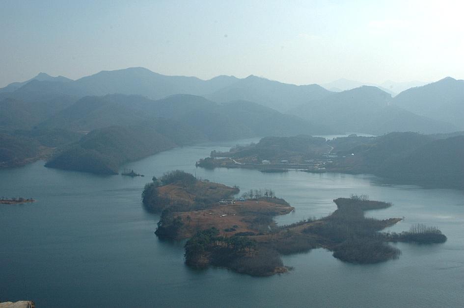 (임실여행)국사봉에서 내려다 보는 미세먼지 가득한 옥정호 붕어섬은 어떤 모습일까