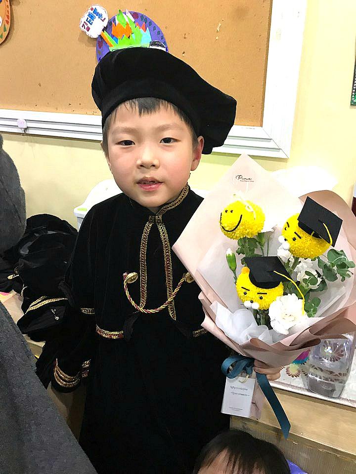 둘째 손자 윤동욱군의 유치원 졸업식