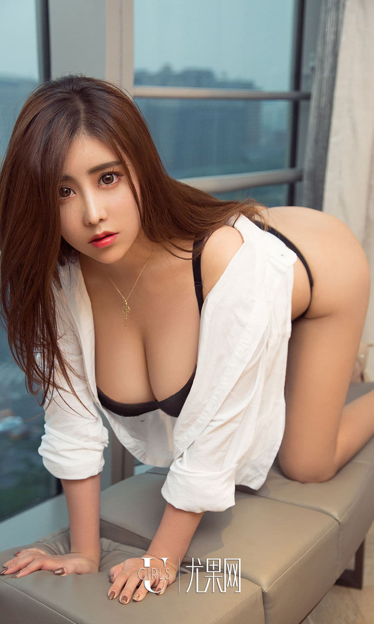 wow, Chinese glamour in sexy pose
